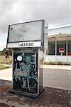 Pompe à essence à la station-service abandonnée, Marathon, Texas, USA