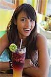 Femme avec un Tropical Drink, Punta Burros, Nayarit, Mexique