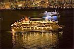 Croisière dans le port de Victoria avec skyline east Kowloon en arrière-plan, Hong Kong