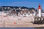 Plage et phare, Trouville, Basse Normandie (Normandie), France, Europe