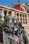 Personnes portant masqué carnaval costumes, carnaval de Venise, Venise, Vénétie, Italie
