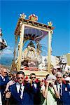 Le sanctuaire de descente de Notre Dame des neiges transportés à travers les rues au cours de la fête religieuse, Santa Cruz de la Palma, La Palma, îles Canaries, Espagne, Atlantique, Europe