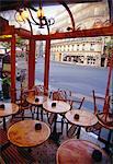 Tables dans un café, Paris, France
