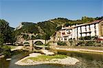 Pont romain sur le River Esca, Burgui Village, Val del Roncal, Navarre, pays basque, Espagne, Europe