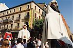 Géants et grosses têtes Parade au cours de la San Fermin, fonctionnement de la Festival de taureaux, Pampelune, Navarre, pays basque, Espagne