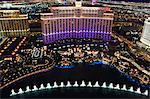 Vue aérienne du Bellagio Hotel Casino sur le Strip, le plus grand hôtel cinq étoiles du monde et l'eau aquatique show, Las Vegas, Nevada, États-Unis d'Amérique
