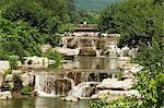 Fonctionnalité de chute d'eau au jardin botanique de Beijing, Beijing, Chine, Asie