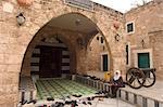 Aller à la prière à la mosquée Taynal, Tripoli, Liban, Moyen-Orient