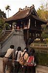 Touristes à la pagode au un pilier, Hanoi, Vietnam du Nord, Sotuheast Asie, Asie
