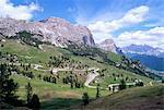 Eastern road ci-dessous Passo Gardena, 2121m, Dolomites, Haut-Adige, Italie, Europe