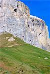 Randonneurs sur le sentier plus haut col de Sella, 2244m, Dolomites, Haut-Adige, Italie, Europe