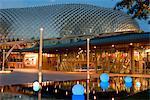 Théâtres sur la baie structure au crépuscule, Colonial District, Singapour, l'Asie du sud-est, Asie