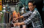 Portrait d'un homme chinois qui vend des tisanes, Stanley Street, Soho, Hong Kong, Chine, Asie