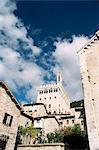 Édifices de la ville avec le Palazzo dei Consoli à l'arrière-plan, Gubbio, Ombrie, Italie, Europe