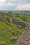 Roman Wall am Rand des Wallcrags, Blick nach Westen, Hadrianswall, UNESCO Weltkulturerbe, Northumbria, England, Vereinigtes Königreich, Europa