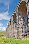 Viaduc ferroviaire de Ribblehead, sur le Carlisle à la route de croix-Pennine Settle et Leeds, Yorkshire Dales National Park, Yorkshire, Angleterre, Royaume-Uni, Europe