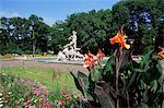 Statue de Neptune dans le Alter Botanical Garden, Munich, Bavière, Allemagne, Europe