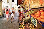 Fruits affichés hors boutique, Calvi, Corse, France, Europe