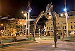 Trépied et film caméra sculpture, nuit, reflétant l'industrie croissante de film, avec le surnom Wellywood, Wellington, North Island, Nouvelle-Zélande, Pacifique