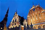 Maison des comédons au Town Hall Square, la nuit, Ratslaukums, Riga, Lettonie, pays baltes, l'Europe