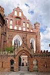 Bernardine église et le monastère de moines permanent par les porte, Vilnius, UNESCO World Heritage Site, Lituanie, Baltique États, Europe