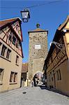 Spitalgasse regardant vers le Siebersturm (tour Siebers) et Plonlein (petite place), Rothenburg ob der Tauber, Bavière (Bayern), Allemagne, Europe