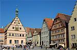 Ratstrinkstube (taverne de conseillers de ville) et la ville abrite, Marktplatz, Rothenburg ob der Tauber, Bavière (Bayern), Allemagne, Europe