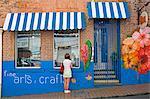 Artisanat stocker sur Young Street, St. George s, Grenade, îles sous-le-vent, petites Antilles, Antilles, Caraïbes, Amérique centrale