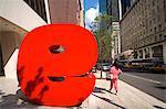 Sculpture rouge 9 de Ivan Chermayeff, neuf West 57th Street, Midtown Manhattan, à New York City, New York, États-Unis d'Amérique, Amérique du Nord