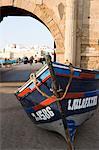 Bateau de pêche hors de l'eau, Essaouira, Maroc, l'Afrique du Nord, Afrique