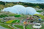 Die feuchten Tropen BioM in das Eden Project, einem großen globalen Garten mit großen warmen Häusern eröffnete 2001 in China Tongrube, in der Nähe von St Austell, Cornwall, England, Vereinigtes Königreich, Europa