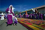 L'un des processions de Pâques célèbres, avec le chemin de la moquette avec la sciure de bois coloré, Antigua, Guatemala, Amérique centrale