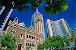 Hôtel Hyatt, autres tours et une église plus ancienne à la jonction de Russell et Collins rues dans la ville centre, Melbourne, Victoria, Australie