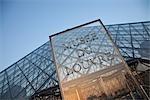 La pyramide du Louvre, Paris, France