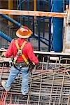 Erhöhte Ansicht der Bauarbeiter auf einer Baustelle stehen