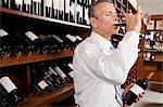 Kaufmann, Weinprobe im Keller