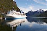 Navire de croisière accosté au Port, Fjord Flam, Norvège