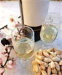 Jerez Fino and almonds
