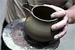 Gros plan des mains du potier, Vietri sul Mare, Amalfi Coast, Campania, Italie