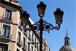 Lampe en face et la Basilique de notre Dame du pilier, Zaragoza, Aragon, Espagne