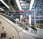 Travailleurs d'usine automobile inspection travail