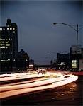 NUIT DES ANNÉES 1960 ANNÉES 1970 FLOU MOUVEMENT TRAFIC PHILADELPHIE 10TH STREET ET LA VIGNE