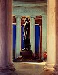 STATUE DE THOMAS JEFFERSON DANS LE JEFFERSON MEMORIAL, WASHINGTON, D.C., NUIT