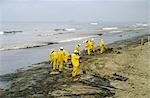 SÄUBERUNG OIL SPILL HUNTINGTON BEACH, KALIFORNIEN