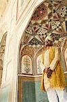Homme debout dans un fort, Amber Fort, Jaipur, Rajasthan, Inde