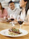 Teller mit Lammkeule in Wine Bar, Toronto, Ontario, Kanada