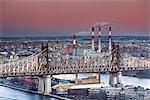 Queensborough Bridge et Ravenswood Keyspan, centrale électrique, Queens, New York City, New York, États-Unis