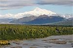 Mont McKinley et rivière Chulitna, Denali National Park et Preserve, Alaska, USA