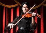 Junge Frau spielen Violine