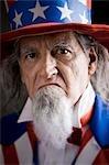 Portrait d'un homme en costume de l'oncle Sam, studio shot